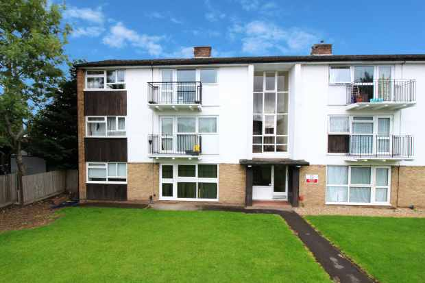 2 Bedrooms Apartment Flat for sale in Cookham Road, Maidenhead, Berkshire, SL6 7HP