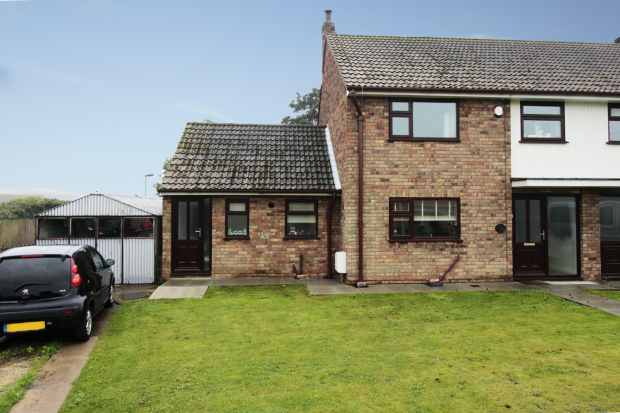 3 Bedrooms Semi Detached House for sale in Hallcroft Road, Doncaster, South Yorkshire, DN9 2HP
