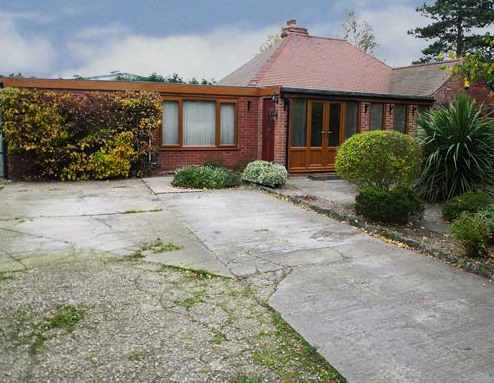 3 Bedrooms Detached Bungalow for sale in Plumtree Bircotes, Doncaster, South Yorkshire, DN11 8EN