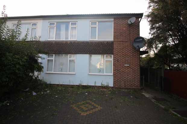 2 Bedrooms Maisonette Flat for sale in Derby Court, Enfield, Greater London, EN3 4AR