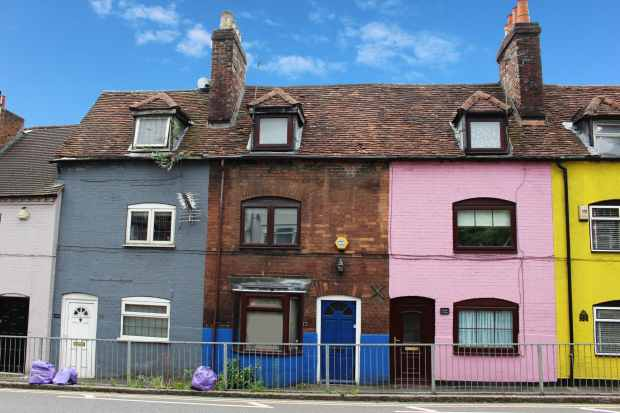 2 Bedrooms Terraced House for sale in West Wycombe Road, High Wycombe, Buckinghamshire, HP12 3AB