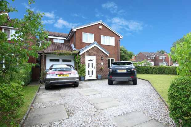 4 Bedrooms Detached House for sale in Hambleton Drive, Sale, Cheshire, M33 5JE