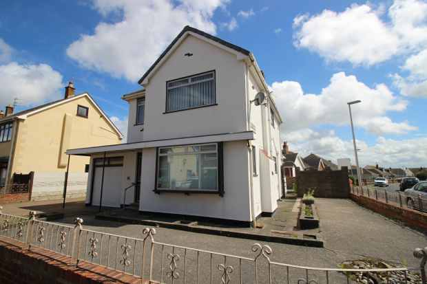 3 Bedrooms Detached House for sale in Kirkstone Drive, Blackpool, Lancashire, FY5 1QQ