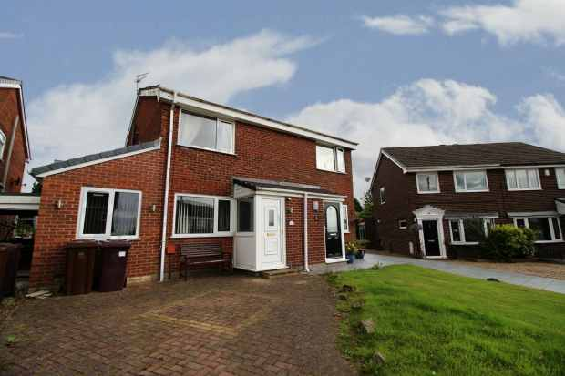2 Bedrooms Semi Detached House for sale in Talbot Drive, Burnley, Lancashire, BB10 2RT