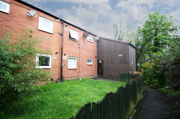 1 Bedroom Flat for sale in Winstanley Close, Warrington, Cheshire, WA5 1XR