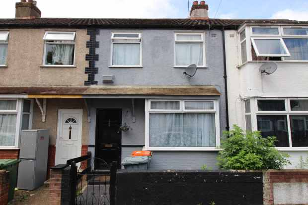 3 Bedrooms Terraced House for sale in Walton Road, Manor Park, Greater London, E12 5RL