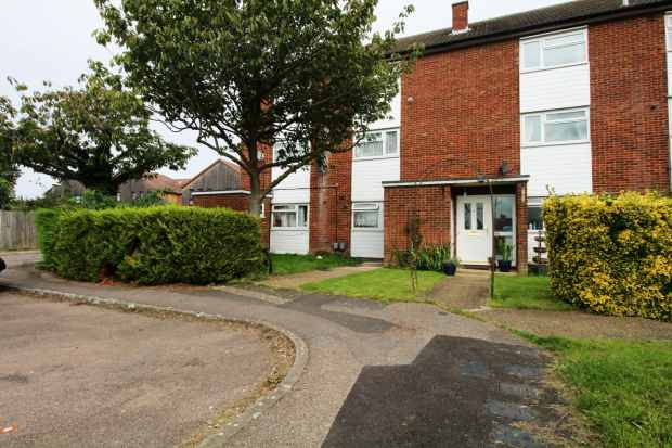 2 Bedrooms Maisonette Flat for sale in Cundalls Road, Ware, Hertfordshire, SG12 7DJ