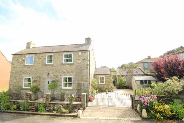 3 Bedrooms Detached House for sale in Finghall, Leyburn, West Yorkshire, DL8 5ND