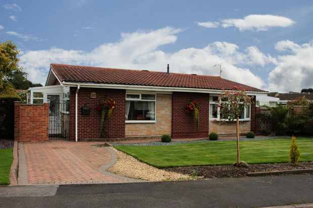 3 Bedrooms Detached Bungalow for sale in Church Fields Road, Doncaster, South Yorkshire, DN11 0HX