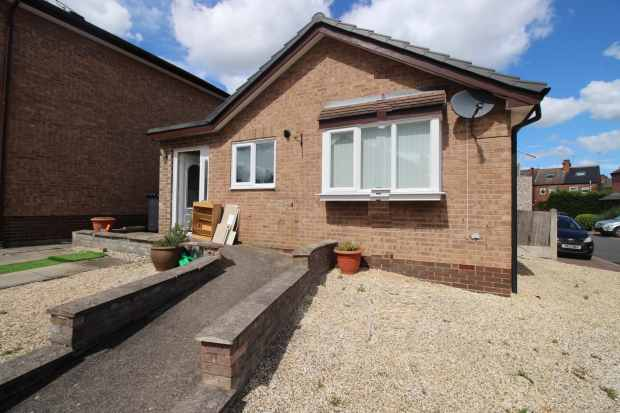 2 Bedrooms Bungalow for sale in Berryholme Drive, Sheffield, South Yorkshire, S35 1AD