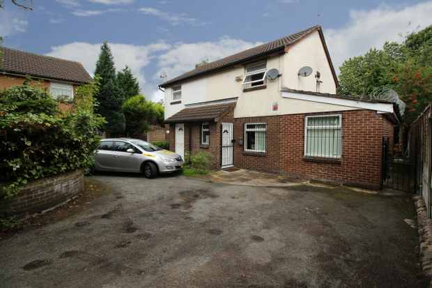 2 Bedrooms Semi Detached House for sale in Foxley Walk, Manchester, Greater Manchester, M12 4JZ