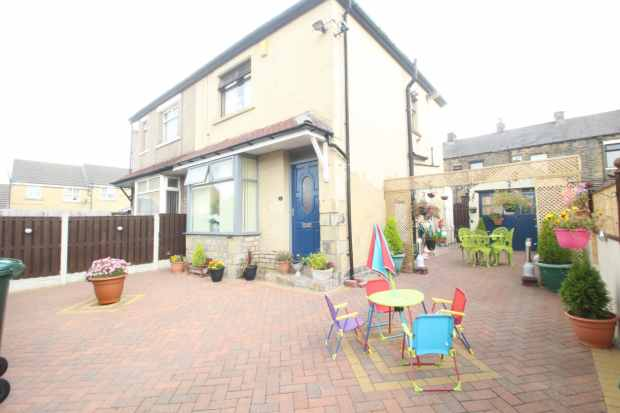 2 Bedrooms Semi Detached House for sale in Anlaby Street, Bradford, West Yorkshire, BD4 8PS
