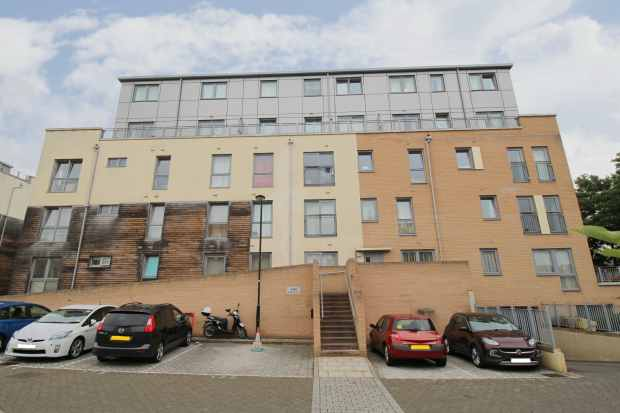 2 Bedrooms Apartment Flat for sale in Jupiter Court Cameron Crescent, Edgware, Middlesex, HA8 0FN