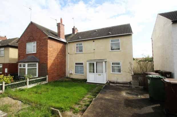 2 Bedrooms Semi Detached House for sale in East Street, Wakefield, West Yorkshire, WF4 2HA