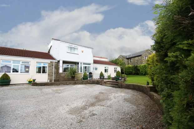 4 Bedrooms Detached House for sale in Burnley Road, Bacup, Lancashire, OL13 8QR