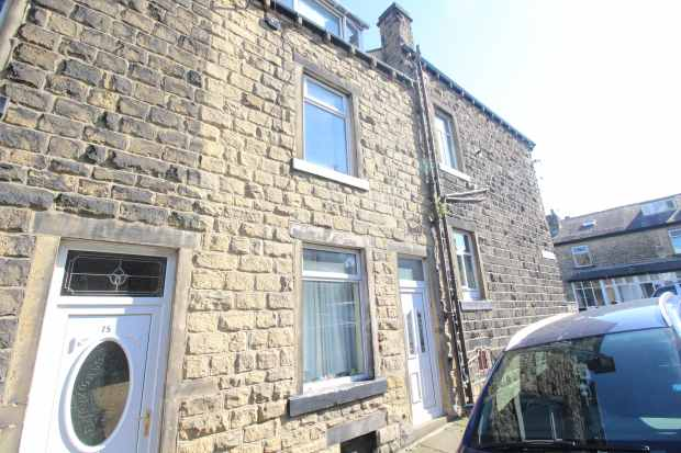 4 Bedrooms Terraced House for sale in Catherine Street, Keighley, West Yorkshire, BD21 1HB