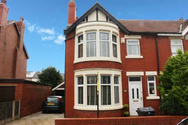 3 Bedrooms Semi Detached House for sale in Dronsfield, Fleetwood, Lancashire, FY7 7BN