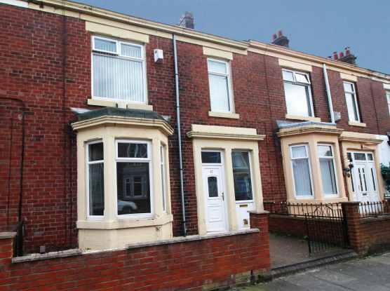 3 Bedrooms Terraced House for sale in Gladstone Street, Newcastle, Tyne And Wear, NE31 2XD