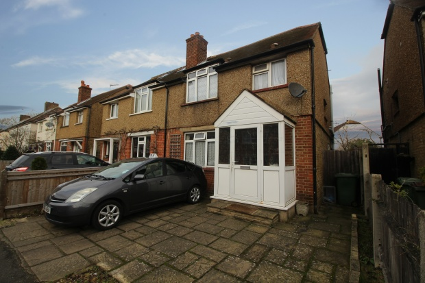 3 Bedrooms Semi Detached House for sale in Walton Road, West Molesey, Surrey, KT8 2DY