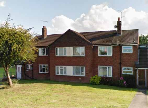 2 Bedrooms Maisonette Flat for sale in Bryn Offa, Wrexham, Clwyd, LL13 7UE
