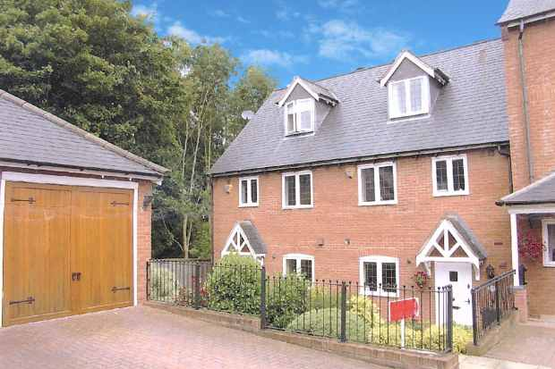 3 Bedrooms Terraced House for sale in Shakels Close, Redditch, Worcestershire, B97 5UJ