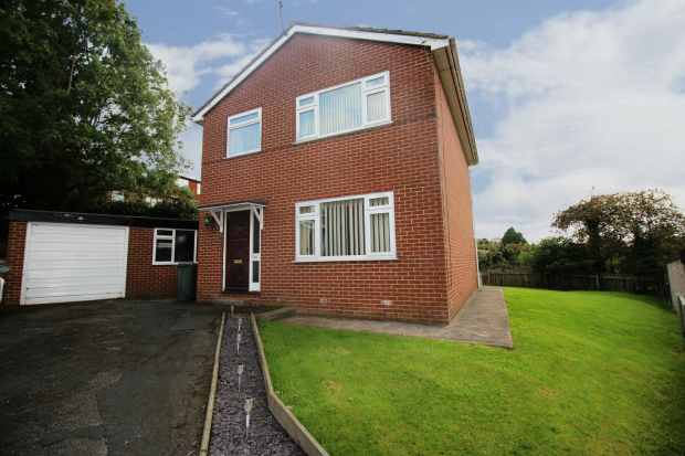3 Bedrooms Detached House for sale in Wesley Garth, Leeds, West Yorkshire, LS11 8RF