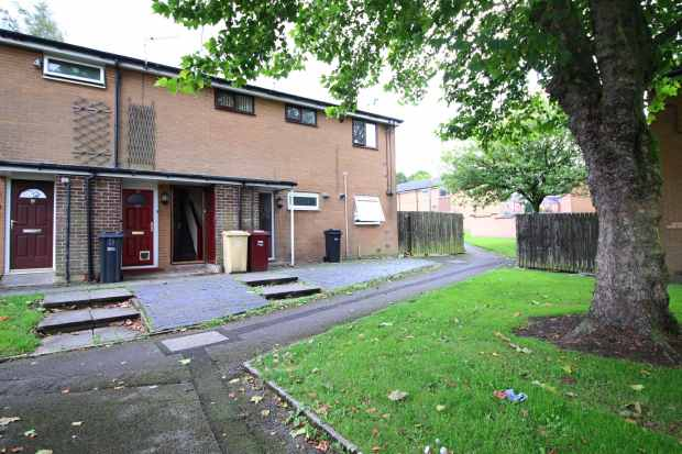 2 Bedrooms Apartment Flat for sale in Stokesley Walk, Bolton, Lancashire, BL3 2TD