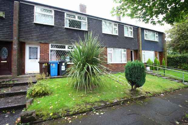 3 Bedrooms Terraced House for sale in Crabtree Road, Oldham, Lancashire, OL1 4DY