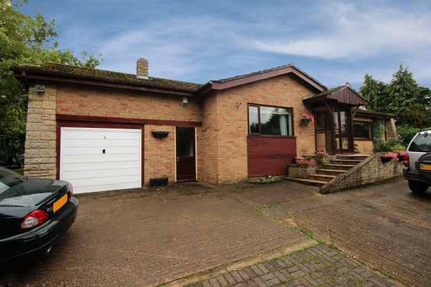 3 Bedrooms Detached Bungalow for sale in Greenfields Lane, Bourne, Lincolnshire, NG34 0SH