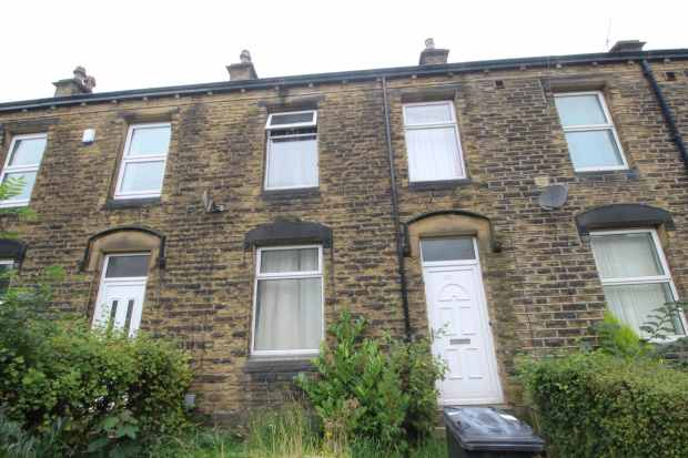 3 Bedrooms Terraced House for sale in Moor End Road, Huddersfield, West Yorkshire, HD4 5HF