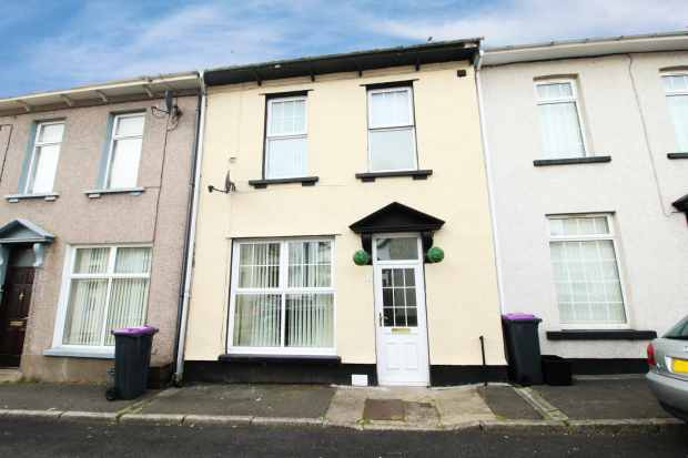 3 Bedrooms Terraced House for sale in Nicolas Street, Pontypool, Gwent, NP4 6JZ