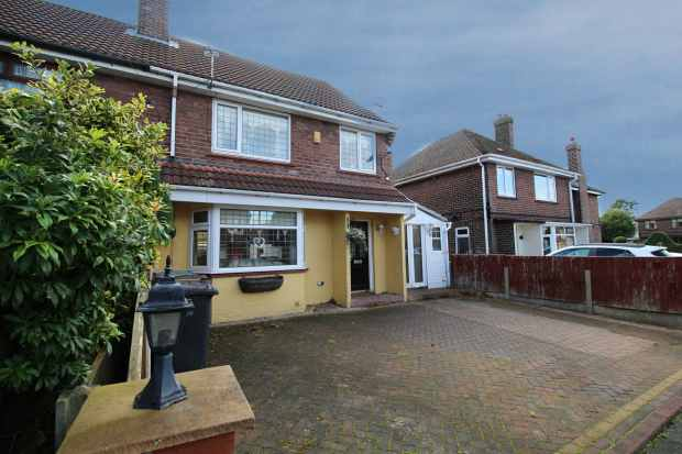 3 Bedrooms Semi Detached House for sale in Langton Avenue, Wigan, Greater Manchester, WN6 0LA