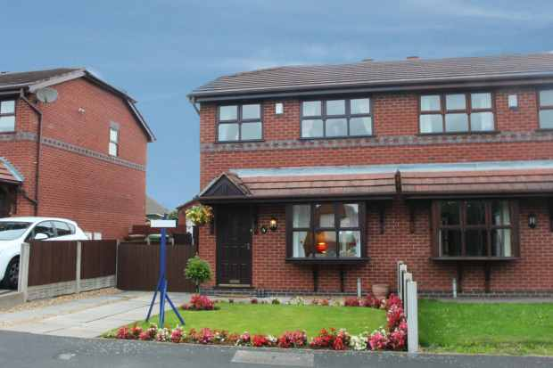 3 Bedrooms Semi Detached House for sale in The Brambles, Wigan, Greater Manchester, WN4 0RB