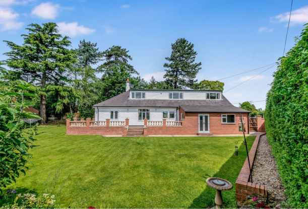 6 Bedrooms Detached House for sale in Holly Road, Uttoxeter, Staffordshire, ST14 7NA