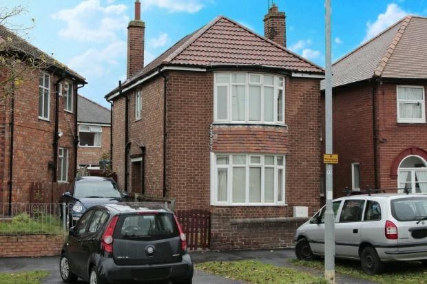 3 Bedrooms Detached House for sale in Queensgate, Bridlington, North Humberside, YO16 7JQ