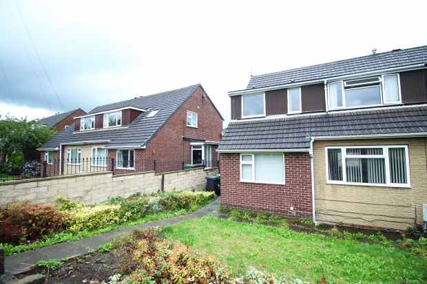 3 Bedrooms Semi Detached House for sale in Penistone Road, Huddersfield, West Yorkshire, HD5 8RW