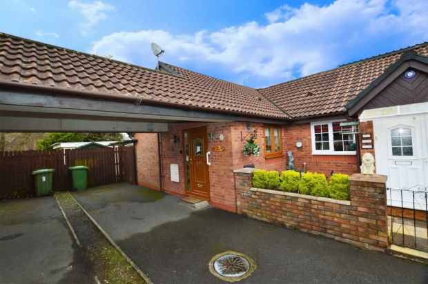 2 Bedrooms Semi Detached Bungalow for sale in Llwyn Onn, Pontyclun, Mid Glamorgan, CF72 9ET