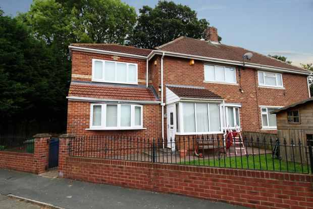 3 Bedrooms Semi Detached House for sale in Rosyth Road, Sunderland, Tyne And Wear, SR5 5LA