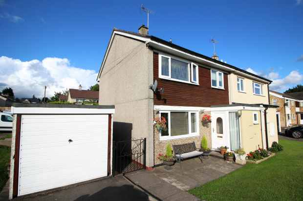 3 Bedrooms Semi Detached House for sale in Crab Lane, Cannock, Staffordshire, WS11 6EB