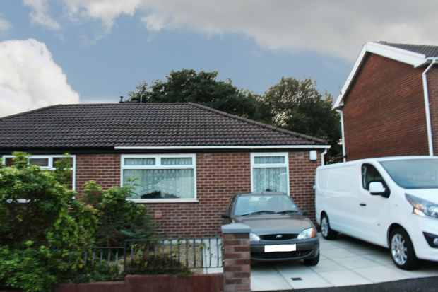 2 Bedrooms Semi Detached Bungalow for sale in Oakenbottom, Bolton, Greater Manchester, BL2 6DQ