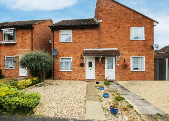 3 Bedrooms Semi Detached House for sale in Fleetwood Court, Swindon, Wiltshire, SN5 8QE