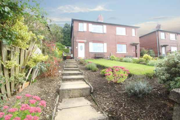 3 Bedrooms Semi Detached House for sale in Blaithroyd Lane, Halifax, West Yorkshire, HX3 9PS