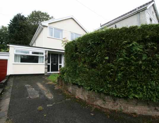 3 Bedrooms Detached House for sale in Cwmfferws Road, Ammanford, Dyfed, SA18 3UA