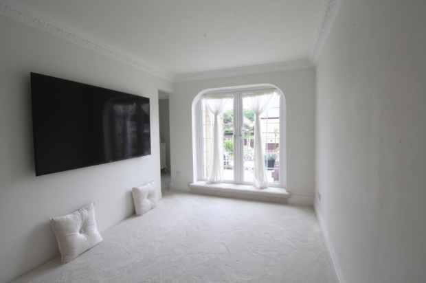 2 Bedrooms Flat for sale in Heath Lea, Halifax, West Yorkshire, HX1 2DA