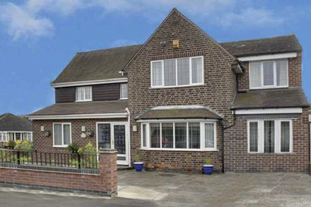 5 Bedrooms Detached House for sale in Aspley Park Drive, Nottingham, Nottinghamshire, NG8 3EA
