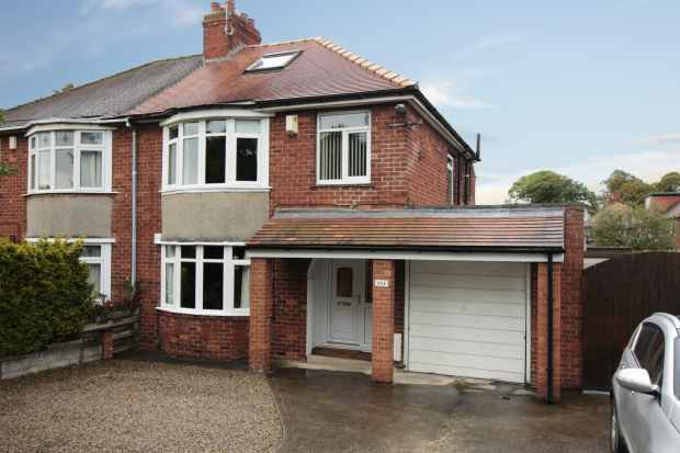 3 Bedrooms Semi Detached House for sale in Boroughbridge Road, York, North Yorkshire, YO26 6BD