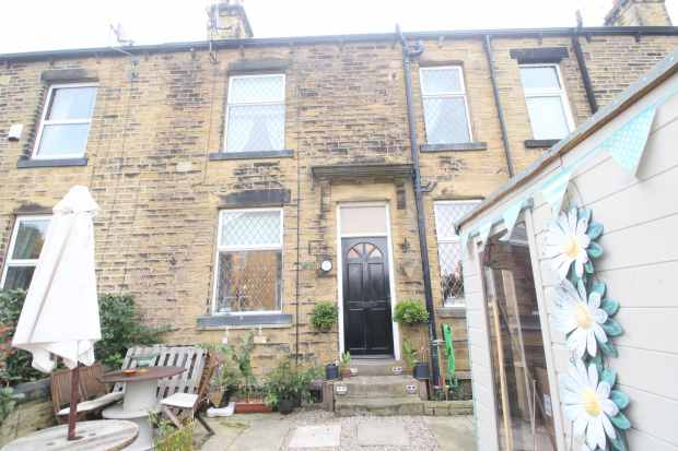 1 Bedroom Terraced House for sale in Gladstone Terrace, Pudsey, West Yorkshire, LS28 6NE