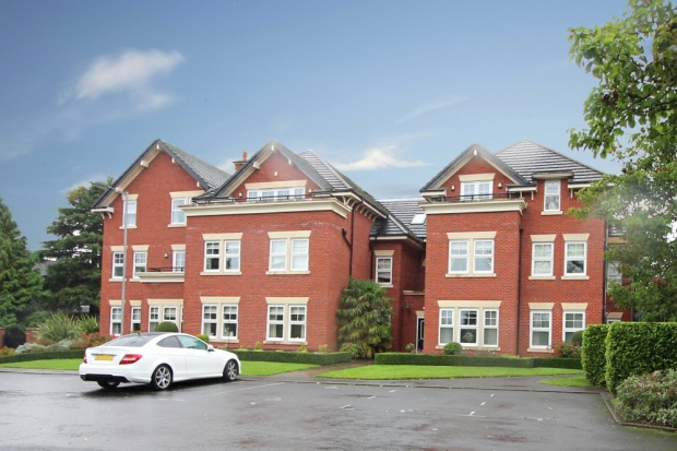 2 Bedrooms Apartment Flat for sale in Chelford House, Stockport, Cheshire, SK2 5GE