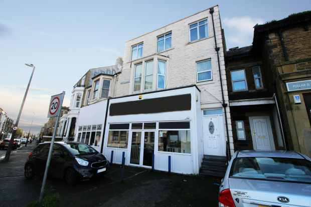 4 Bedrooms Maisonette Flat for sale in Alexandra Road, Morecambe, Lancashire, LA3 1TH
