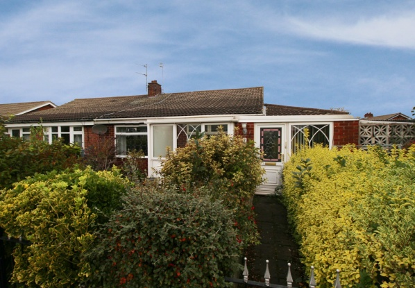 2 Bedrooms Semi Detached Bungalow for sale in Dudley Walk, Redcar, North Yorkshire, TS10 2LN